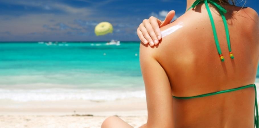 Отдых в Израиле: как защитить свою кожу от солнца, израильские врачи настоятельно рекомендуют наносить солнцезащитный крем всякий раз, когда вы выходите на улицу в Израиле